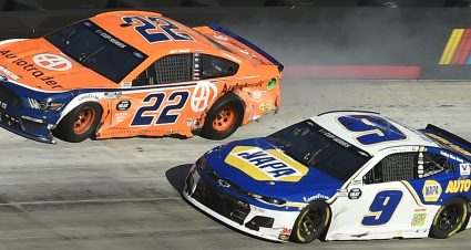 Late Crash Foils Elliott, Logano