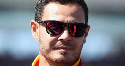 Larson Signs With Hendrick